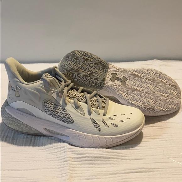 Under Armour Mens HOVR Havoc 3 Basketball Shoe
